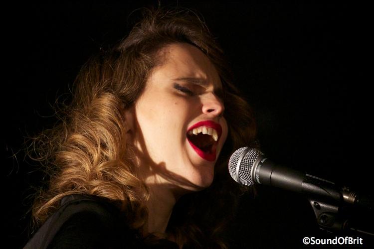 Anna Calvi au Trianon (Paris), le 15 février 2014
