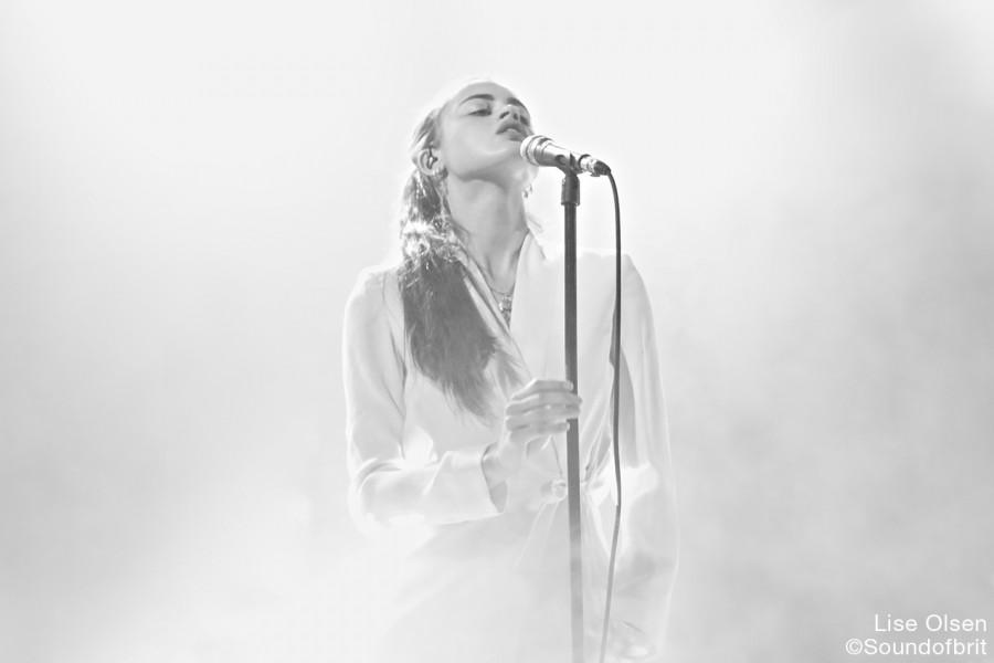 Arthur Beatrice en concert au Divan Du Monde, à Paris, le 1 juin 2016