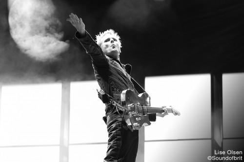 Muse en concert à la Tour Eiffel, Paris, le 28 juin 2016 par Soundofbrit