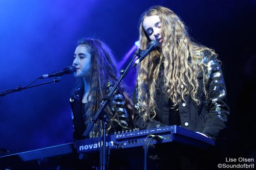 Let's Eat Grandma en concert au Inrocks Festival, à La Cigale, à Paris, le 19 novembre 2016