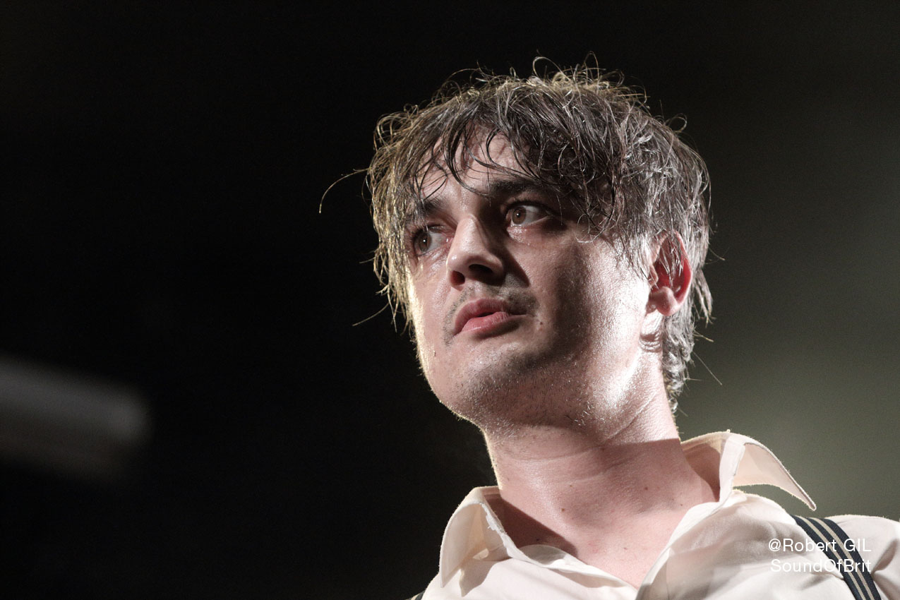 Pete Doherty en live sur la place de la République à Paris