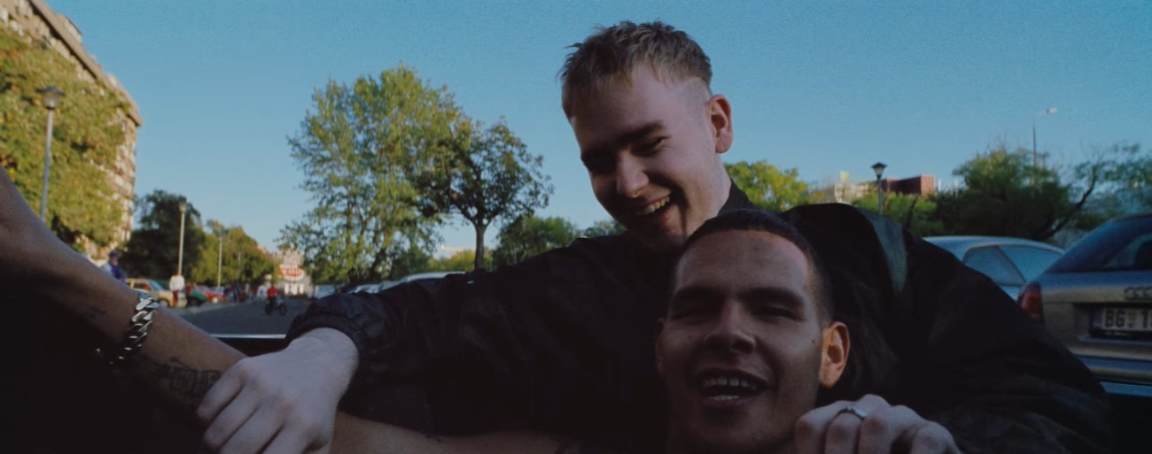 Mura Masa et slowthai dans Deal Wiv IT
