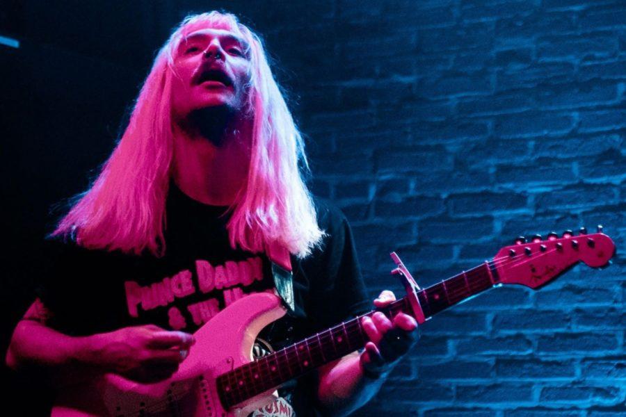 Tom Benett, le chanteur et guitariste de Gender Roles