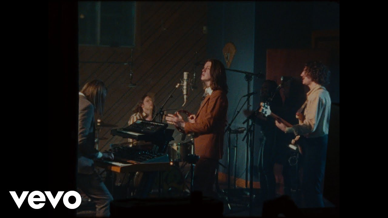 Extrait du clip If You Think This Is Real Life de Blossoms, janvier 2020