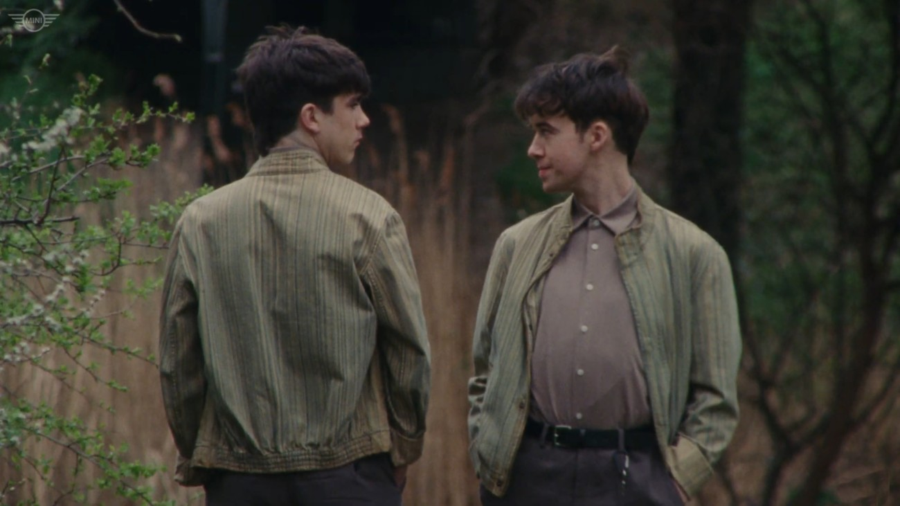 Declan McKenna et Alex Lawther dans The Key to Life on Earth