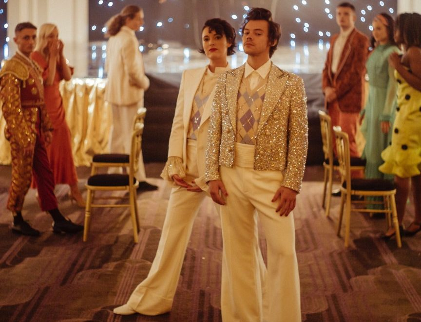 Harry Styles et Phoebe Waller-Bridge sur le tournage de Treat People With Kindness